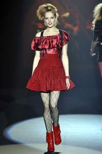 алые платья Gucci