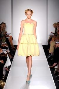 Модный тренд лета 2011: пышная юбка и корсет.